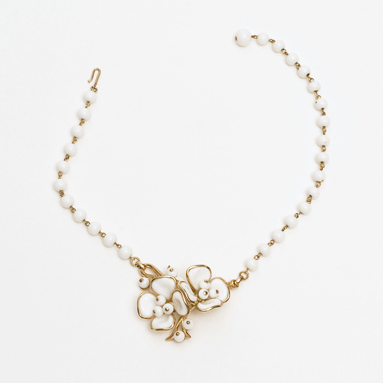Choker with camellias, Trifari, New York